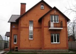 дом из блоков и кирпича